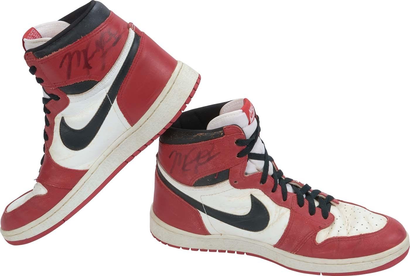 f9fc12f8fde Bulls Michael Jordan Signed 1985 Original Air Jordan I Sneakers JSA ...