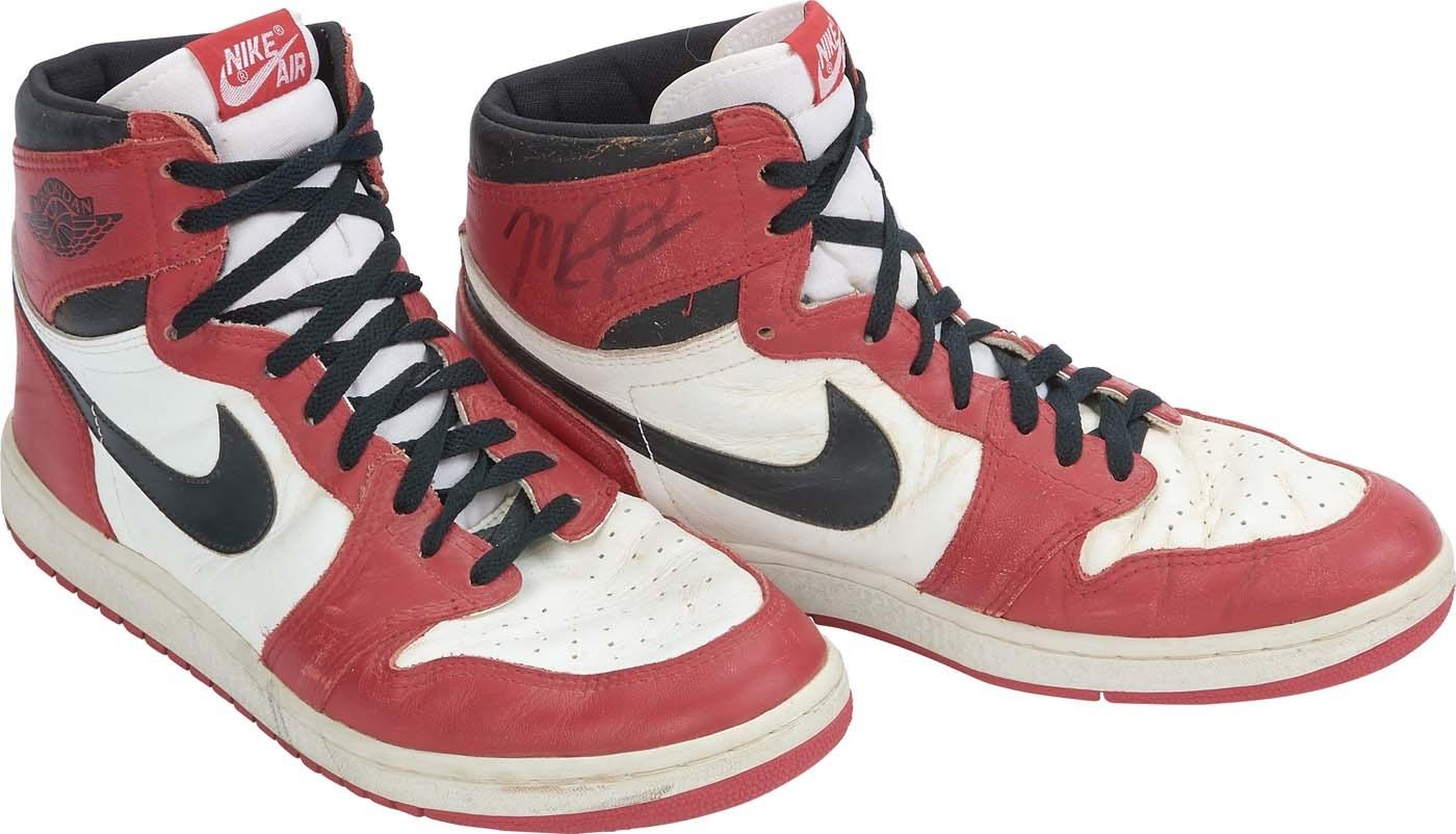 ead3ec01085f Bulls Michael Jordan Signed 1985 Original Air Jordan I Sneakers JSA  Z40852
